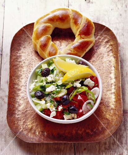 Coban salatasi (millet salad; Turkey) with bread ring