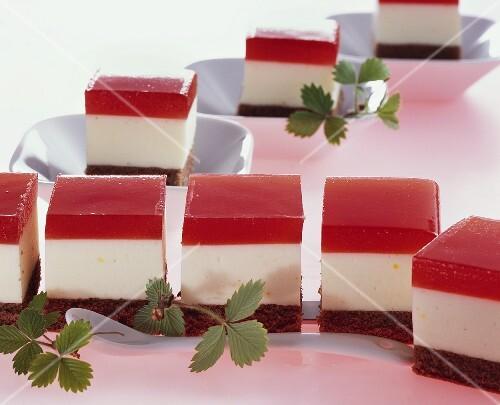 Strawberry yoghurt squares
