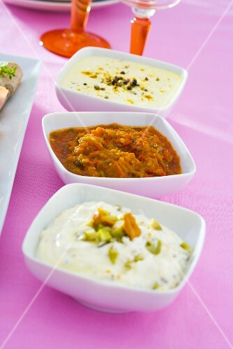 Mushroom-, pepper- and yoghurt dip in three dishes