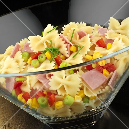 Farfalle with ham and vegetables