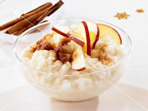 Rice pudding with cinnamon and apples
