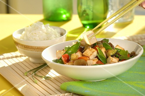 Stir-fried tofu and vegetables with rice