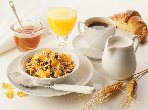Breakfast: muesli, honey, orange juice, coffee & croissant