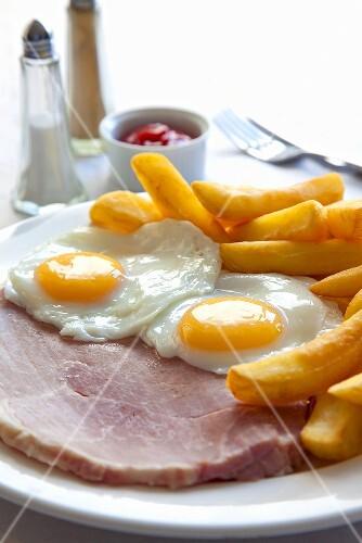 Ham and Eggs mit Pommes frites