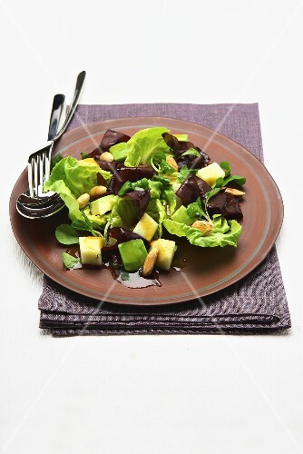 Salad with fruit and pine nuts