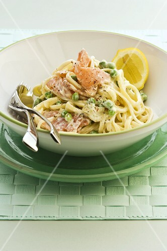 Linguine with smoked salmon and peas