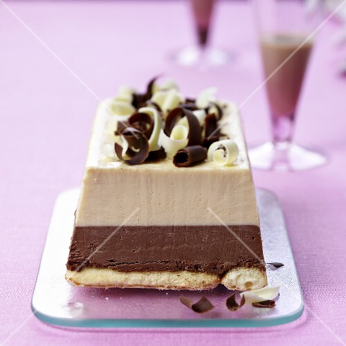 Chocolate ice cream cake with Baileys liqueur