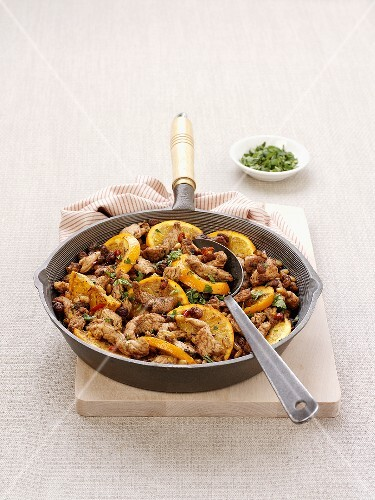 Pan-cooked turkey dish with oranges and mint from Morocco