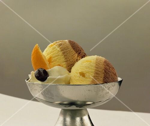 Vanilla and nut ice cream with cream and mocha beans