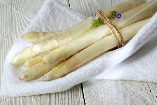 A bundle of white asparagus on white cloth