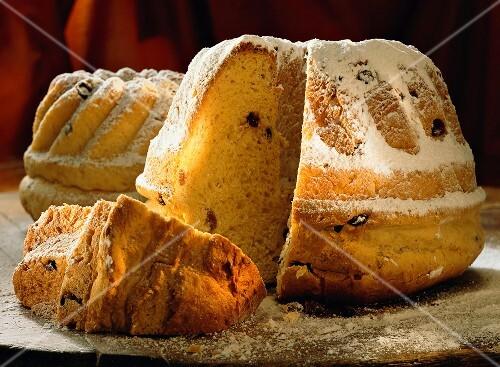Yeast gugelhupf with raisins and icing sugar