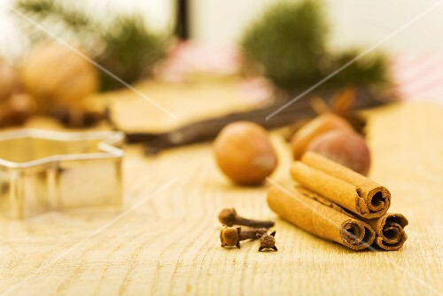 Spices, nuts and cutters (Christmas)