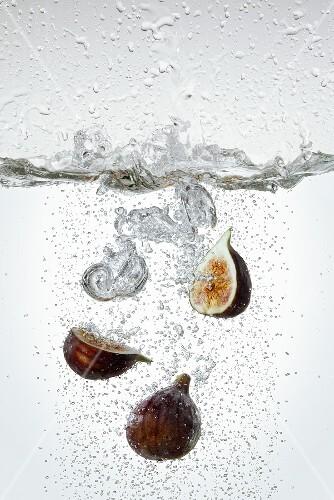 Figs in boiling water