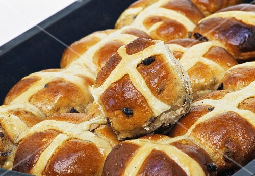 Hot cross buns in a baking tin (Easter speciality, UK)
