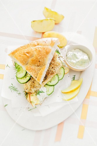Zander fillet with apples and cucumber in unleavened bread