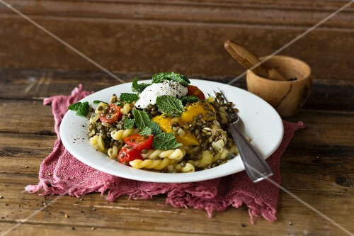 Pasta with a lentil and orange sauce