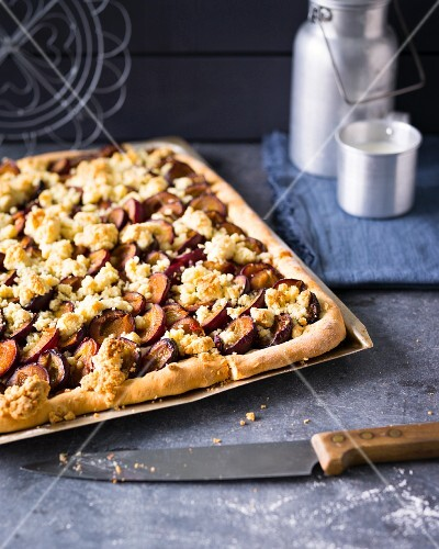 Baking with stevia: damson crumble tray bake cake