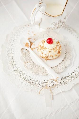 A mini Bundt cake (Frankfurt Crown Cake with brittle)