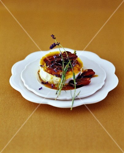 Goat's cheese with honey and dates