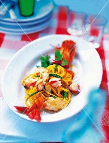 Spaghetti con mazzancolle (spaghetti with king prawns, Italy)