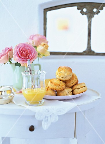 Oven-fresh scones from England with sweet lemon curd cream
