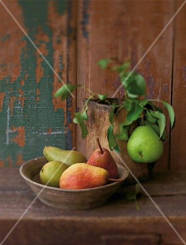 Various types of pears in a bowl