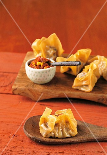 Meat-filled won tons (Asia)