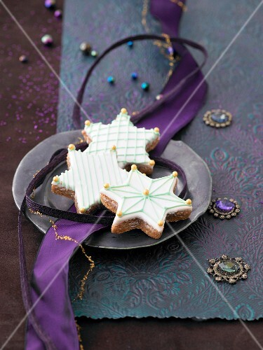 Cinnamon stars with icing and golden sugar pearls