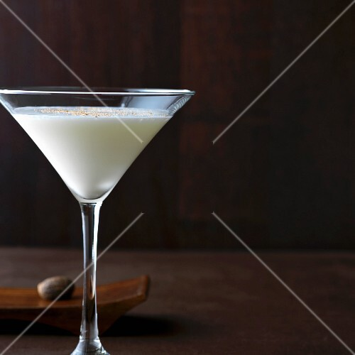 Gin Alexander: gin with cream and nutmeg in a Martini glass