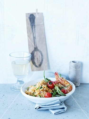 Risotto with prawns, tomato and green asparagus