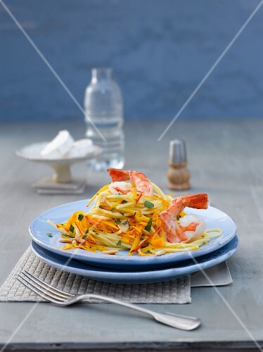 Spicy spaghetti with prawns, pumpkin and pine nuts