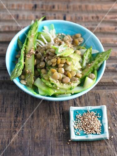 Lentil and asparagus salad with sesame seeds