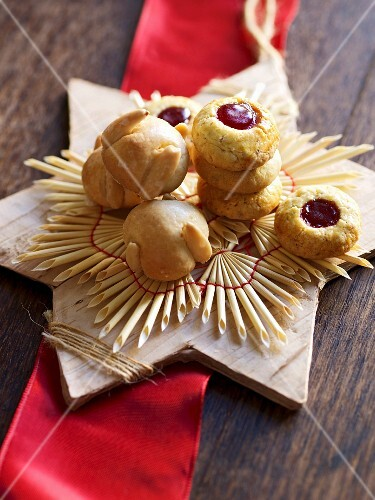 Christmas biscuits: Husarenkrapfen (shortbread jam biscuits) and Bethmännchen (pastries made from marzipan with almonds, powdered sugar, rosewater, flour and egg)