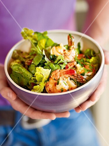 A mixed leaf salad with spicy prawns