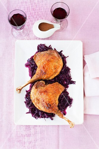Goose legs on a bed of orange red cabbage (seen from above)