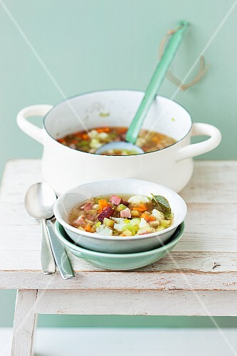 Potato stew with cauliflower, carrots and bacon