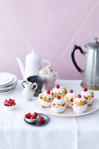 Coconut muffins with raspberries