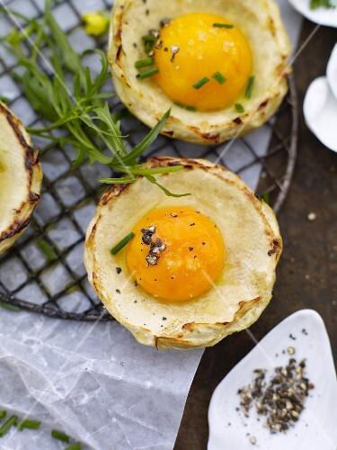 Artichoke bottoms with egg yolk