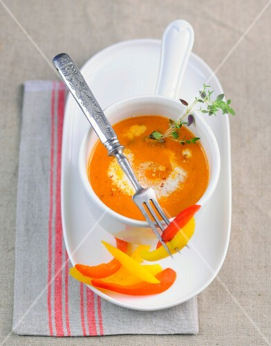 Fruity pepper cream with thyme