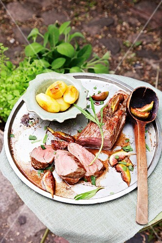 Pork fillet with tarragon figs and potatoes