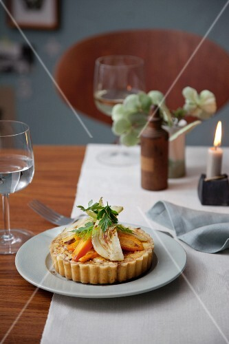 Mini herb and cheese quiches with fried vegetables