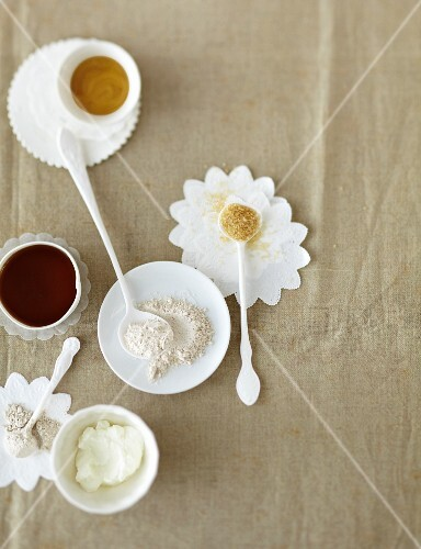 Alternatives to sugar and flour as baking ingredients