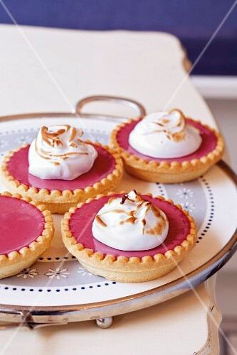 Raspberry and beetroot cream tartlets