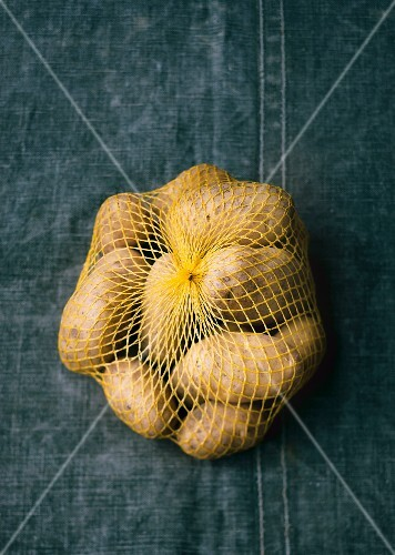 A net of potatoes (seen from above)