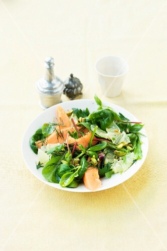 Mixed leaf salad with sugared lemons