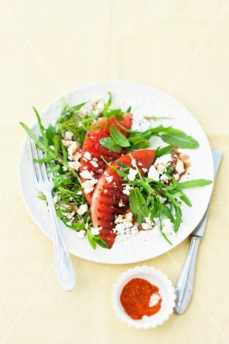 Rocket with grilled melon and feta cheese