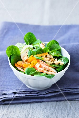 Lambs lettuce with pears, apricots and walnuts