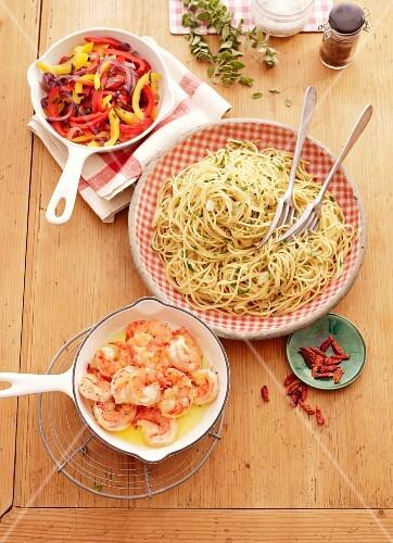 Spaghetti aglio e olio with a pepper medley and prawns