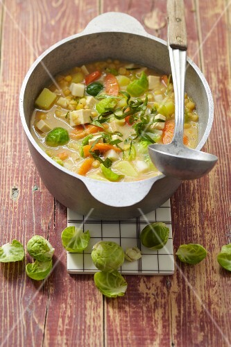 Brussels sprouts stew with peas, potatoes and smoked tofu