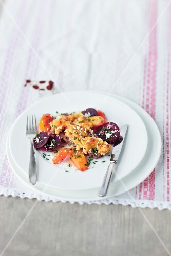 Prime boiled beef with bread crumbs, beetroot and carrots (Austria)